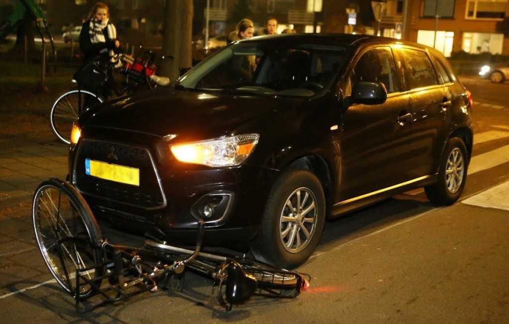 Meisje op de fiets aangereden door auto in Vught